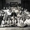 Пионерский отряд им. Летунова (почтово-телеграфной организации) в центре сидит Титков Павел Ефимович