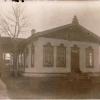 Здание больницы в поселке Урицком