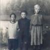 Федоровка. 1927 год. Евгения и Ефросинья Замрий с двоюродным братом Михаилом Негруль