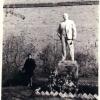 У памятника Ленину возле расстрельной стены
