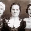 О.Качановская (слева)