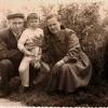 Артемов Николай и Белоусова Лидия с сыном Володей, городской сквер, 1957 год