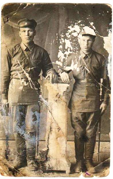 Мазеев Николай Павлович (справа)