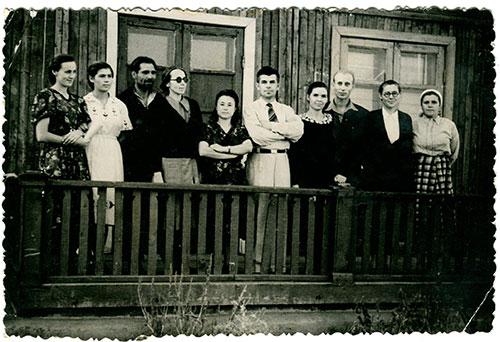 Коллектив учителей Славенской школы. Май 1957 г.