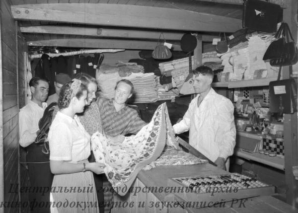 """В магазине совхоза """"Семиозерный"""" Кустанайской области"""
