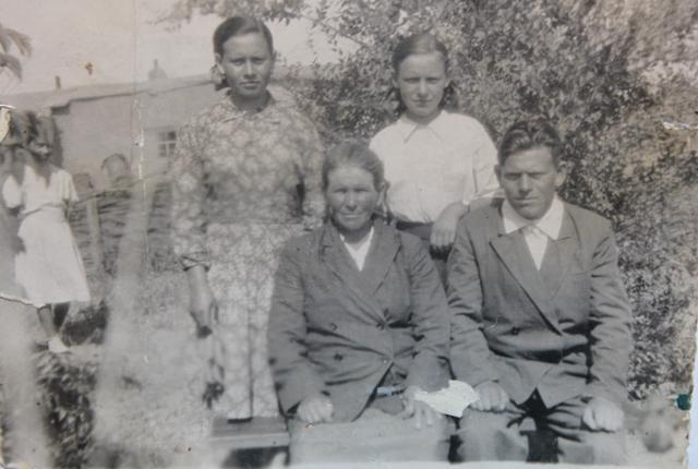 Якоби Елизавета с сыном Петром и дочерями Эрной и Амалией