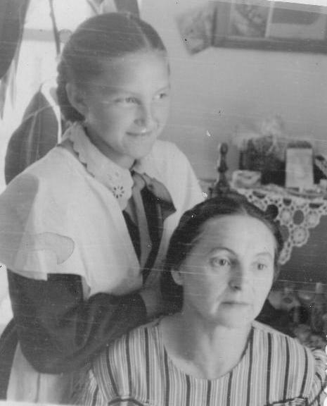 Агафья Кириллова с дочерью