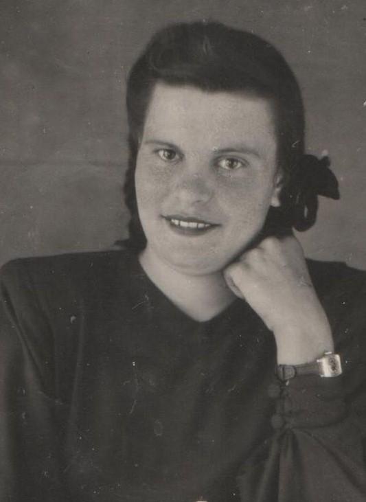 Валя до 72 лет проработала в школе №22