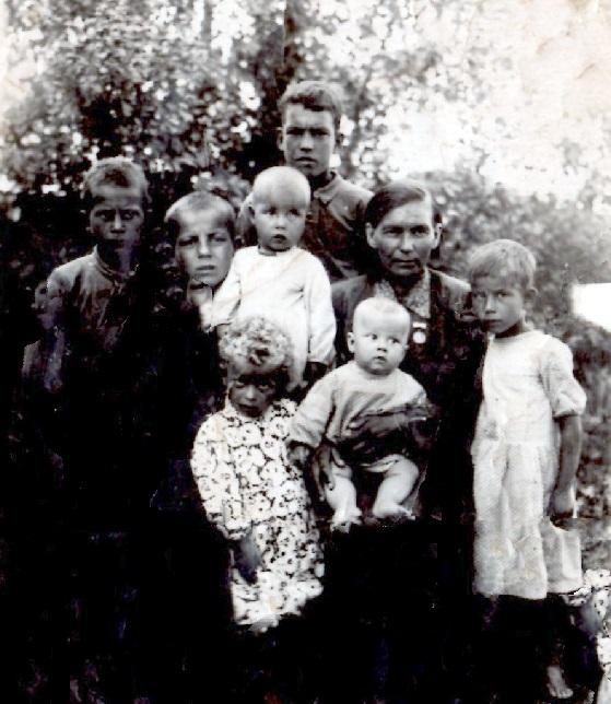 Павловская Валентина Павловна с детьми