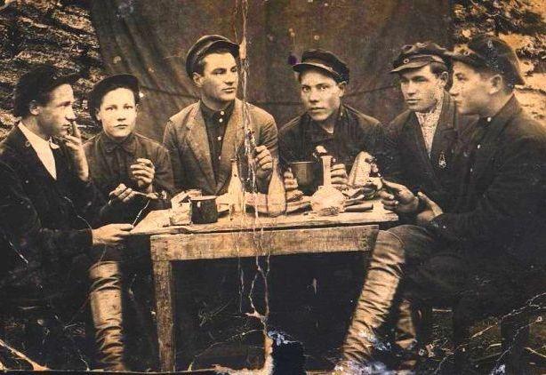 Молодежь Станционного. 1935 год. Фото из архива А.Шапошникова