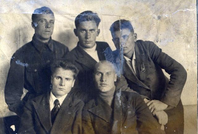 Визер Алексей с друзьями-студентами, 1938 год, Уральский педагогический институт