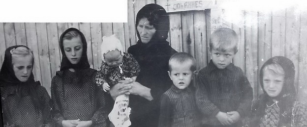 Wer kennt diese Familie Fröhlich Lina, Rosa,Ira,Ivan, Peter, Ida