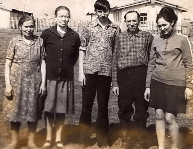 Семья Давида Видикер и вторая с лева София Видикер ( жена брата Андрея )