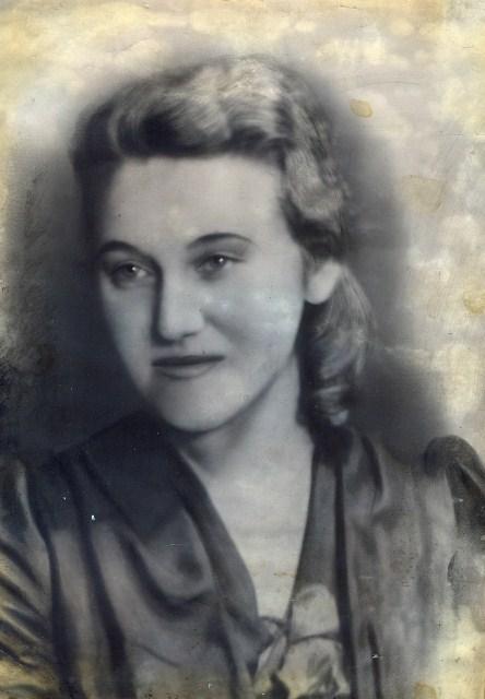 7.Моя мама, Тулинова Елена Александровна, 1946 год. Снимок сделан перед отъездом из Белгорода в Кустанай к папе.
