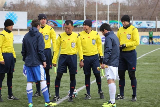 Пять судей на матче, в Костанае впервые