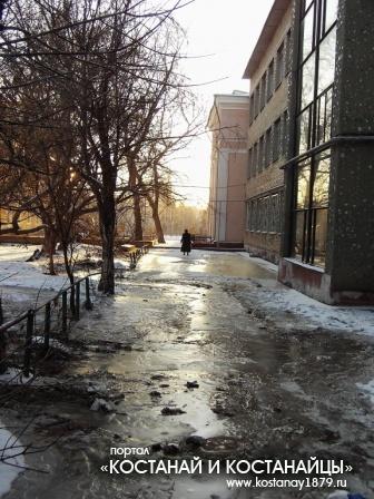Тротуар ледяной...
