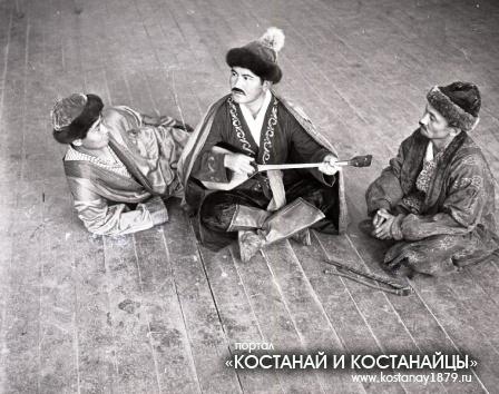 Артисты Амангельдинского народного театра. 24 июня 1971 года