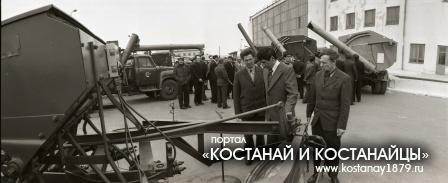 Смотр новой техники около ДК Профсоюзов. 1978 год