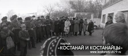 Митинг трудящихся у мемориальной доски завода химволокна