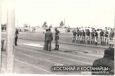 Эдуард Стрельцов на стадион Строитель. Рудный