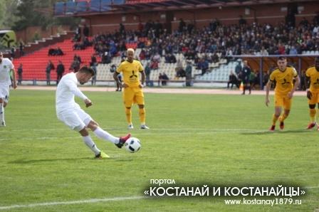 Гол с пенальти забивает Шимкович