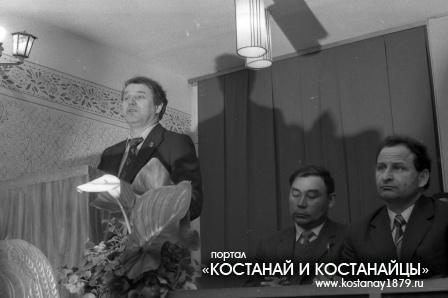 Вручение Красного Знамени тресту Кустанайводстрой