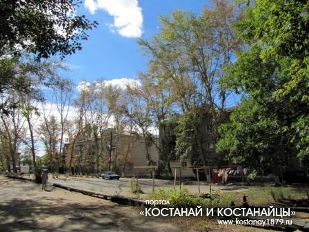 Двор по улице Дощанова