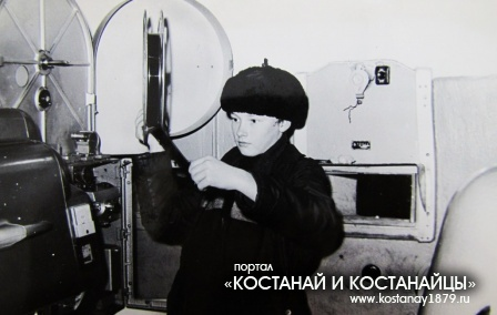 На зарядке аппаратуры Анатолий Довгаль