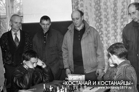 В шахматном клубе