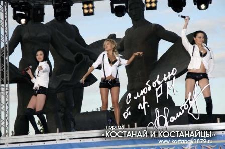 Концерт на площади Первоцелинников