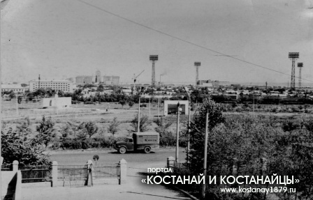Вид на стадион и старое кладбище