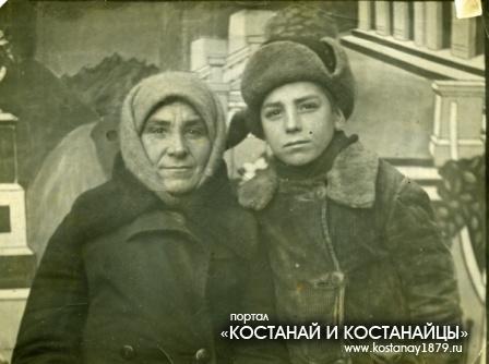 Моргунов Владимир с мамой. Кустанай. 1940 год
