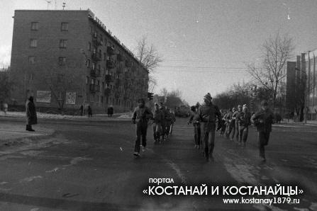 На перекрестке улиц Тарана и Баймагамбетова. 1984 год