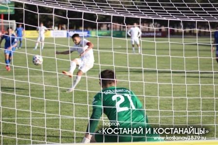 Азат Нургалиев забивает пенальти