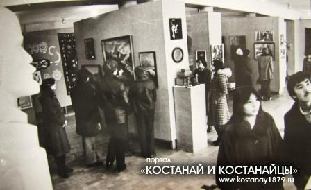 В выставочном зале