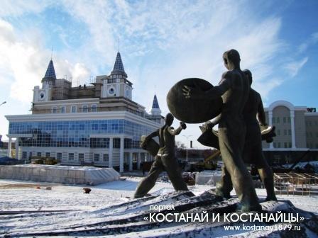 Вид со стороны памятника целинникам