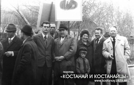 Главкустанайстрой перед демонстрацией, начало 1970-х