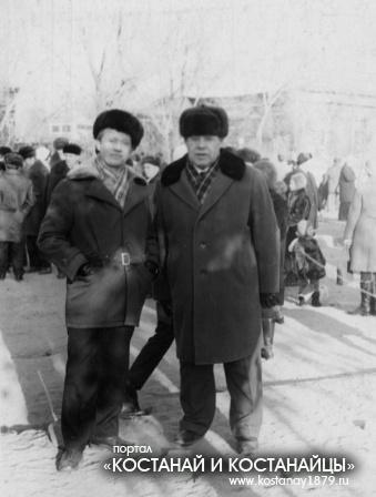 Фото на память, справа нач-к финансового отдела Главкустанайстроя Кацендорн И.И.